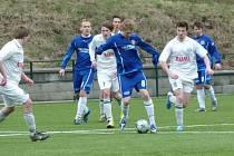 V zápase dorostenců Votic a Loděnic se aktéři gólů na umělé trávě  nedočkali.