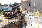 Rekonstrukce dešťové kanalizace v ulici za hospodou na náměstí.