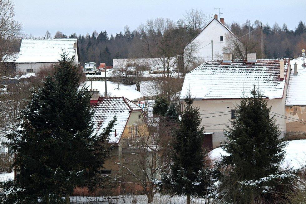 V zasněžené obci Hradiště.