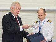 Prezident Miloš Zeman se rozpovídal o svém vztahu k letadlům.