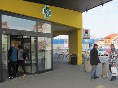 Na Nový rok, o velikonočních či vánočních svátcích budou mít moct otevřeno třeba lékárny.