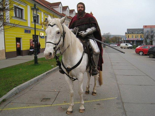 Sv. Martin přijel na bílém koni do Neveklova.