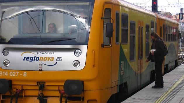 Soupravy Regionova do Benešova zavítají, když jsou na tratích kolem Tábora výluky.