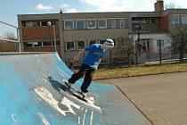Nová školka vyroste na polovině skateparku.