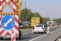 Pro víkendovou dopravu jsou v obou směrech k dispozici v místě omezení vždy dva jízdní pruhy v každém směru.