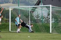 Olbramovický Martin Brejla střílí gól do sítě Pravonína.