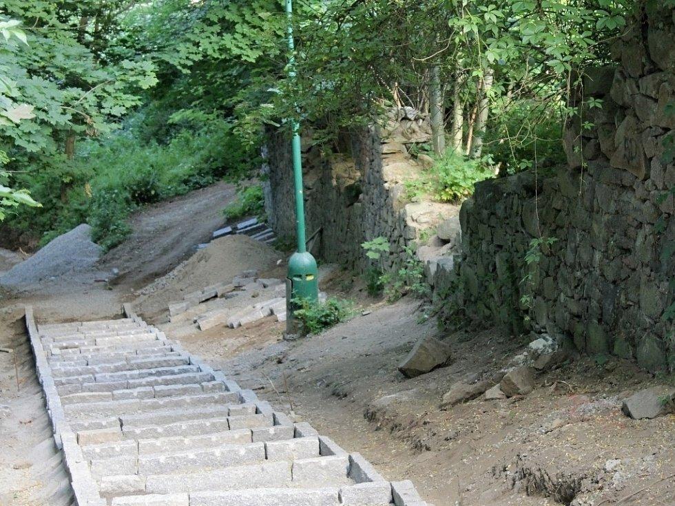 Součástí naučné stezky budou i tyto schody.