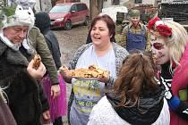 Co se zase dělo vPetrovicích u Miličína o sobotním masopustu, bude pro místní zdrojem dobré nálady po dlouhou dobu. Veselé křepčení začalo hned po ránu srazem vmístním kulturním sále.