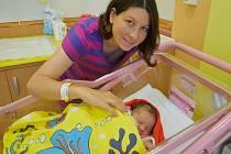 Viktorie Štrougalová se manželům Lence a Lubomírovi narodila 8. června 2020 v 1.34 hodin v benešovské nemocnici, vážila 3090 gramů. Doma v Praze na ni čeká tříletá sestřička Natálka.