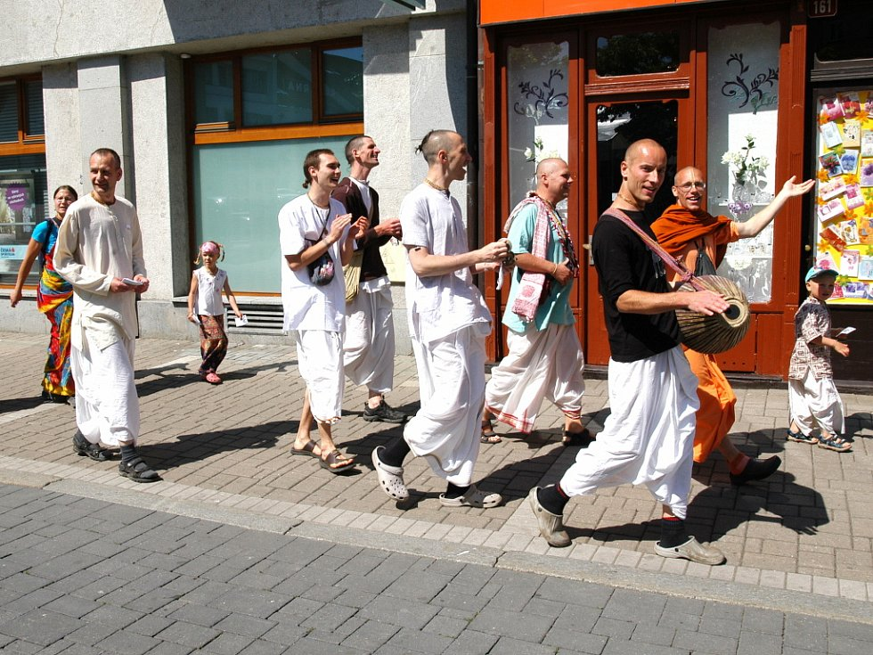 Festival dechovky v Benešově nevyvedl z míry ani příznivce Hnutí Hare Krišna.