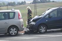 Nehoda tří aut na I/3 u Benešova si vyžádala zranění