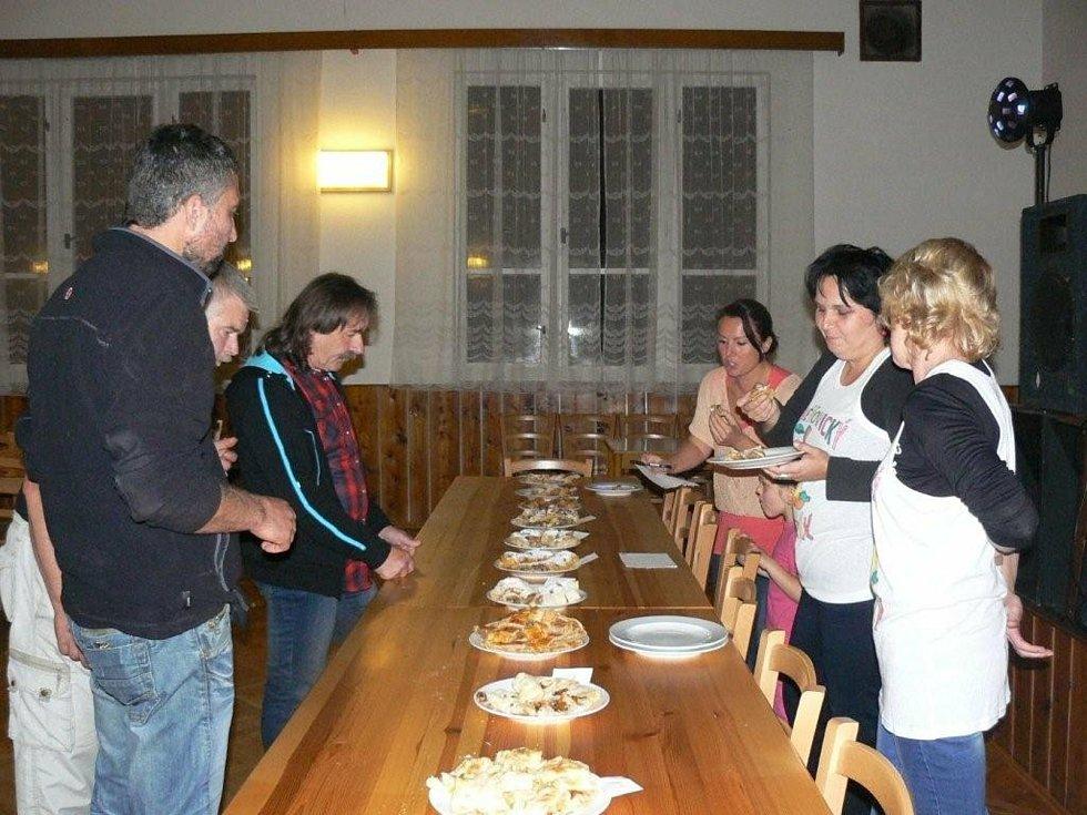 Jablečný štrúdl Jaroslava Němce chutnal porotcům nejlépe.