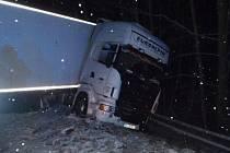 Noční nehoda kamionu zastavila na dvě hodiny provoz na dálnici D1.