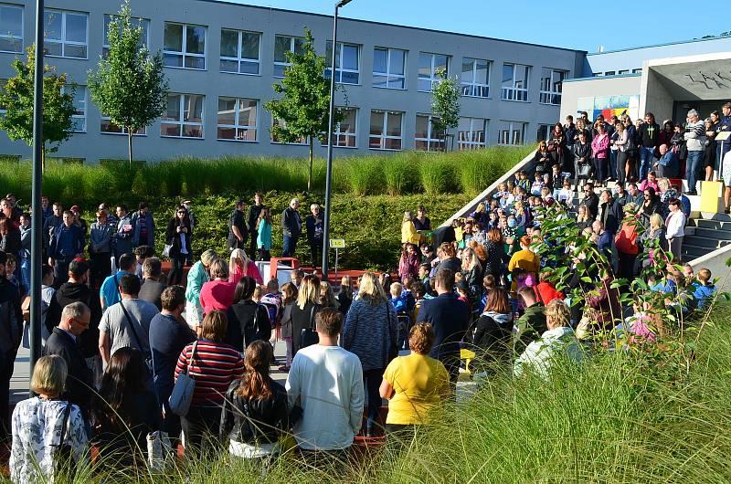První školní den v ZŠ Dukelská Benešov.