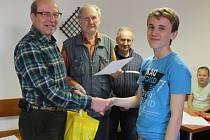 Vítězům předali ceny ředitelka benešovského DDM a zástupci benešovských zahrádkářů.