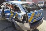 Policejní vůz po nehodě.