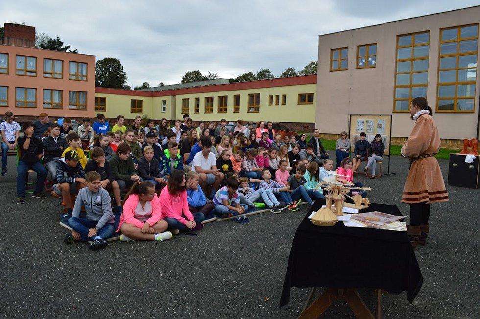 Základní škola v Dolních Kralovicích slouží dětem už půl století.