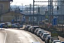 Pro obnovu městské infrastruktury bude od úterý 1. dubna Tyršova ulice od Nádražní na křižovatku s Husovou jednosměrná a vodohospodáři zaberou i parkovací místa naproti sokolovně u kolejí.