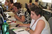 Ilustrační foto: Práce na počítačích je pro zdravotně postižené ideální možnost k uplatnění na trhu práce