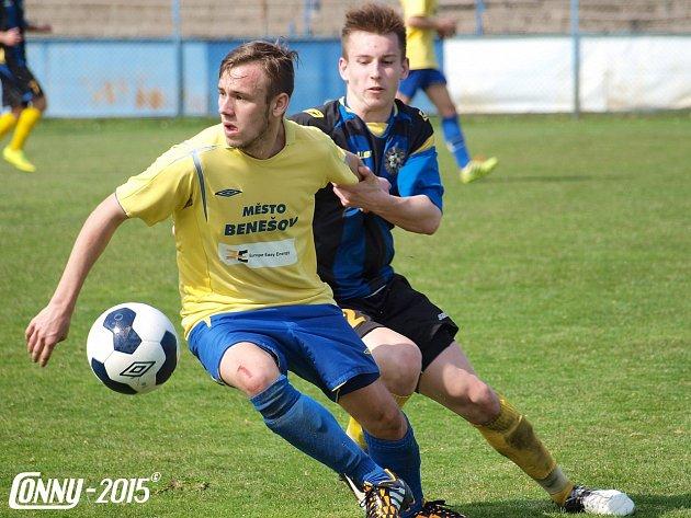 Ondřej Cettl (ve žlutém) byl u rozhodujícího okamžiku s Doubravkou.