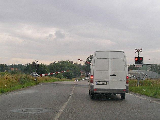 Železniční přejezd u Černého lesa bude od úterý 28. do čtvrtka 30. srpna uzavřený.
