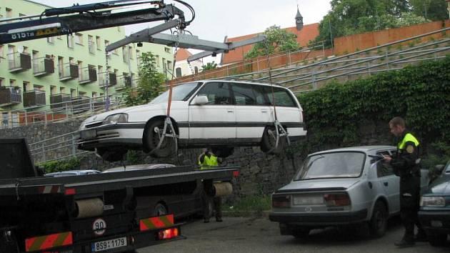 V Benešově začala úřadovat odtahová služba