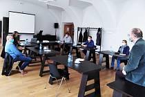 Za dodržení protiepidemiologických opatření byla 20. října v klášteře sv. Františka z Assisi ve Voticích založena nová Asociace Dobrovolných svazků obcí Středočeského kraje.