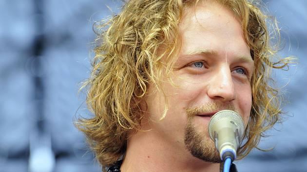 Na Sázavafestu zahraje a zazpívá i Tomáš Klus.