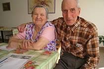 Manželé Prokopovi jsou spolu již padesát tři let a  stále se mají rádi. V současné době šťastně žijí v Domově seniorů Benešov ve Villaniho ulici, kam se nedávno přistěhovali