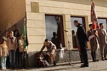 Pamětní plaketa zdobí od úterý 9. května rodný dům významného českého letce a armádního plukovníka Josefa Příhody.