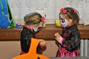 Rej strašidel byl zakončen Halloweenským průvodem.