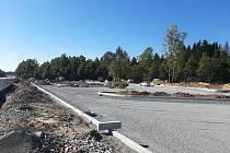 Moderní styl a moderní střih. Může se takové hodnocení týkat i kusu asfaltu s nejbližším okolím?