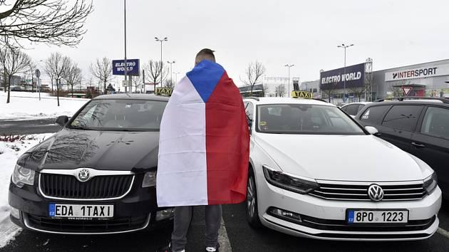 Sraz taxikářů v Čestlicích.