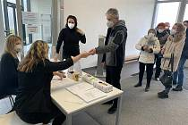 Očkování seniorů proti koronaviru v Dolních Břežanech.
