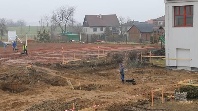 Výstavba nové budovy ZŠ Čechtice započala v březnu 2018.
