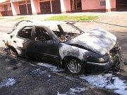 Další vyhořelý automobil v Benešově