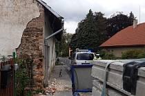 V říčanských Radošovicích narazilo nákladní vozidlo do rodinného domu.