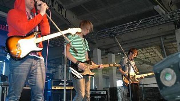 Na Sázavafestu vystoupila i benešovská skupina The Linings.