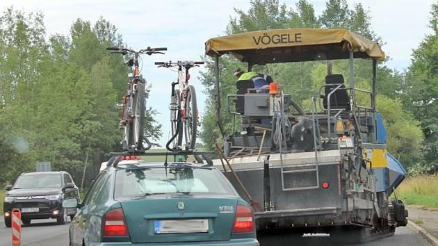 V čtvrtek 23. června začalo pokračování opravy hlavní silnice v úseku od jírovické křižovatky ke Křižíkově ulici (U Topolu), která potrvá do středy 6. července.
