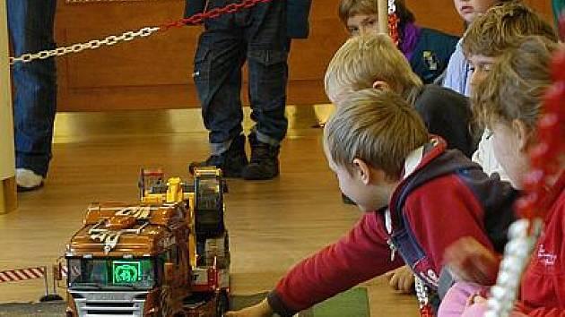 Výstava modelů letadel a nákladních aut v Čechticích.