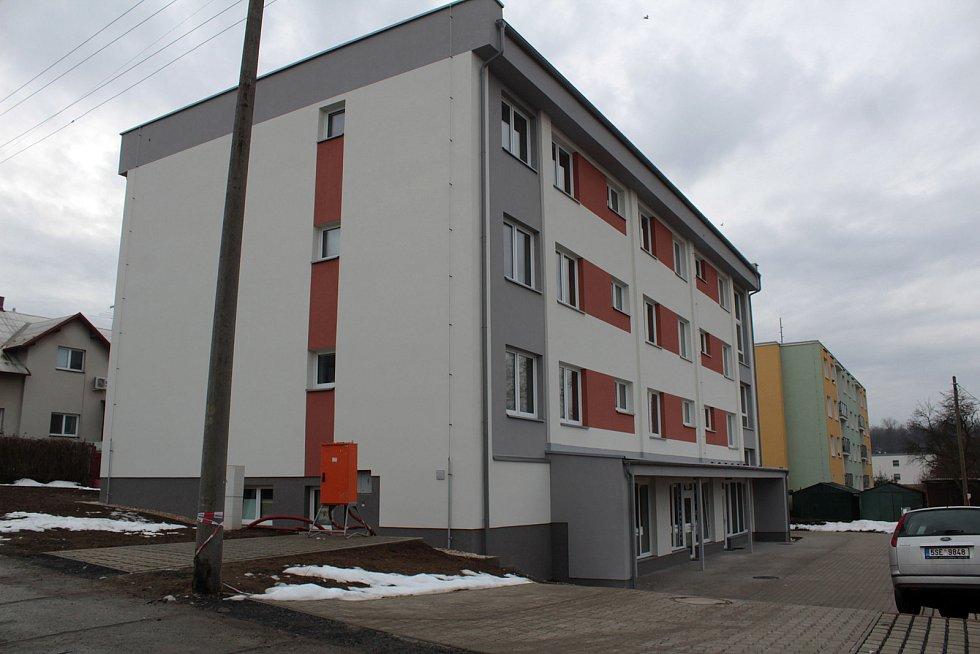 Bývalá drážní nocležna v Čerčanech po přestavbě na bytový dům.