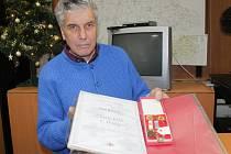 Jan Bárta z Vlašimi získal Zlatý kříž druhé třídy za 120 bezplatných odběrů krve.