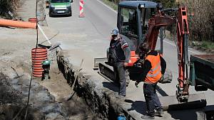 Výstavba chodníku mezi Týncem nad Sázavou a Podělusy