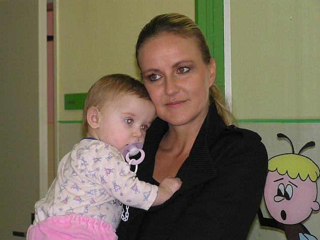 Vendula Svobodová a malou pacientkou