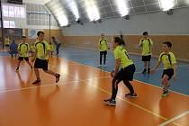 Z Okresního finále v dětské přehazované ve sportovní hale Jirásková Benešov.