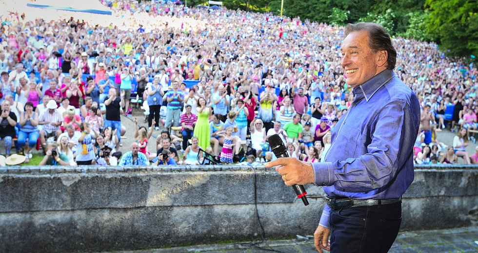 V červnu roku 2014 zazpíval Karel Gott zaplněnému hledišti konopišťského amfiteátru na patnáctých narozeninách Rádia Blaník.