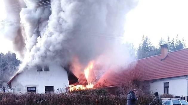 Požár chalupy v Lesákách.