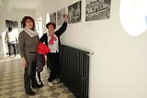 V nově zrekonstruované sokolovně v Poříčí nad Sázavou byla vystavena expozice historických oděvů a dobových fotografií.
