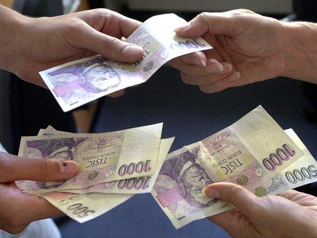 Směňují bankovky a v nestřeženém okamžiku hbitě a hlavně nepozorovaně okradou pokladní o stovky i tisíce korun. Zlodějští měniči peněz jsou neblaze proslulým fenoménem, s nímž se bohužel denně setkává řada obchodníků v celé České republice.