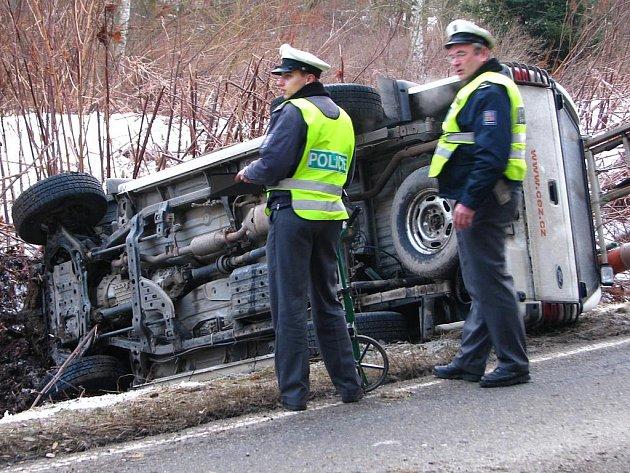 Dopravní nehoda u odbočky na Racek.